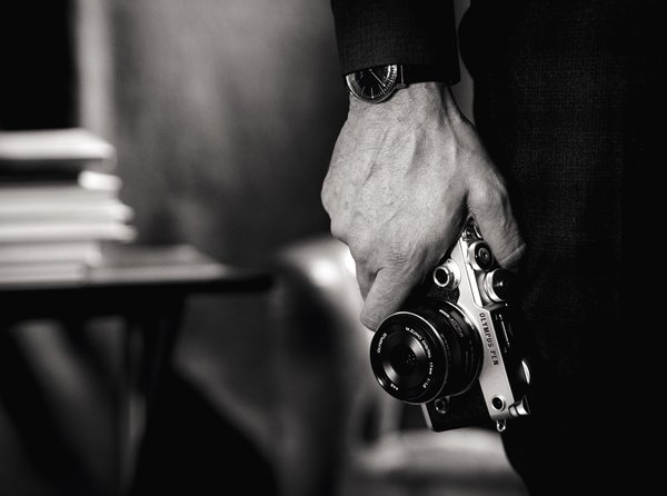 Обои black and white, art, hand, style, photography, Olympus Pen F, time, technology, camera photo, photo, wristwatch, camera, compact camera, Olympus, clock, photographer