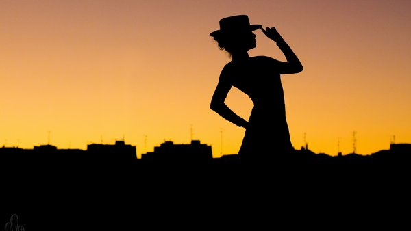 Обои hat, Tango, pose, woman, city, silhouette