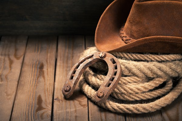 Обои hat, Horseshoe, cowboy hat, wooden floor