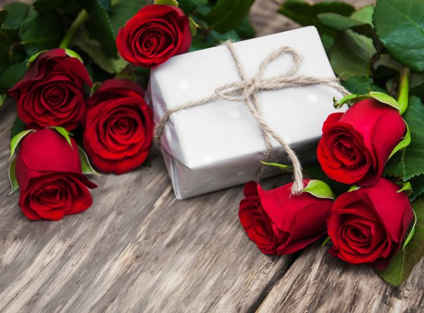 Обои красные розы, romantic, roses, love, gift, red, flowers, бутоны, valentine`s day, розы, heart