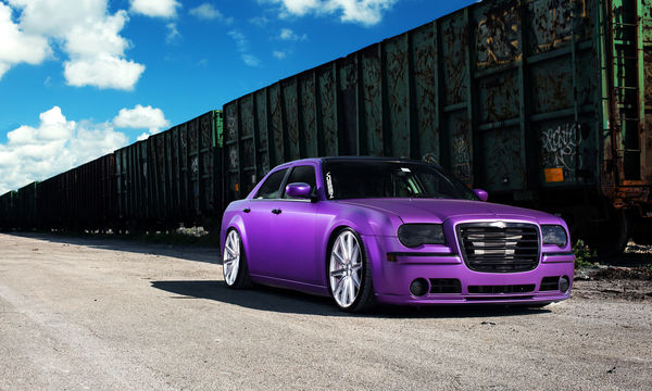Обои Chrysler, 300, frontside, wheels, purple, vossen