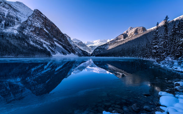 Обои lake louise, alberta, mountain, canada, forest