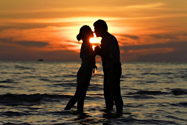 Обои sunset, romantic, поцелуй, любовь, people, закат, kiss, couple, пара, love, море