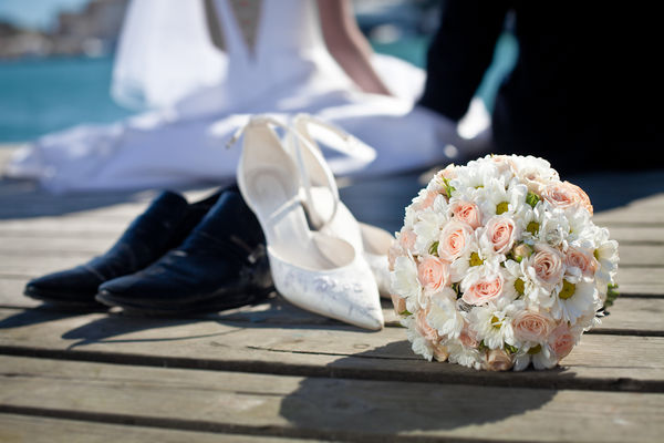 Обои wedding, roses, groom, цветы, bride, flowers, shoes, bouquet, букет, свадьба