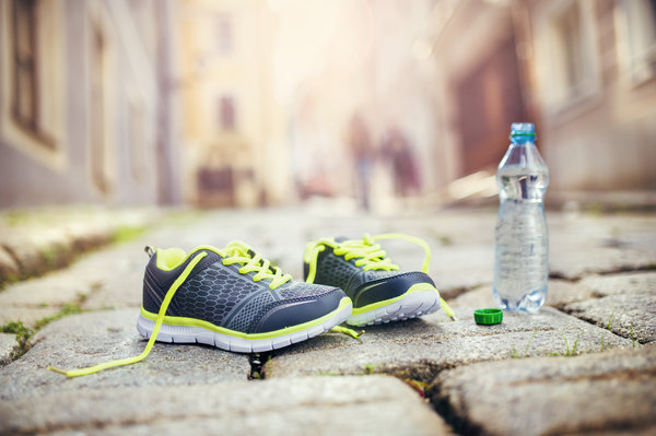 Обои mineral water, healthy lifestyle, fitness, running shoes