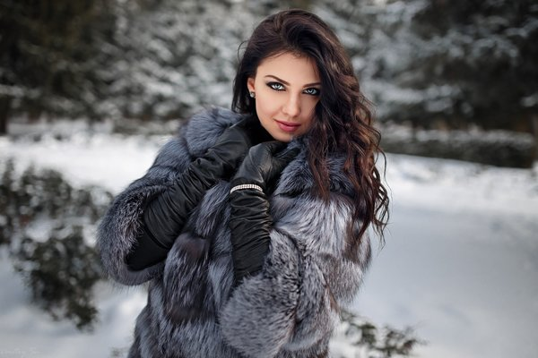 Обои women, snow, fur, gloves, women outdoors, portrait, depth of field