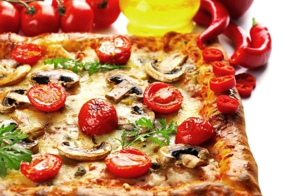Пицца с брынзой и помидорами